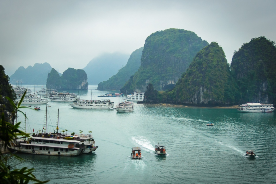 20130402 Halong Bay and Surprise Cave_D600_ND6_6497